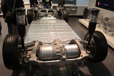 Para colocar las baterías en los vehículos eléctricos, Tesla construyó una nueva máquina de fundición masiva