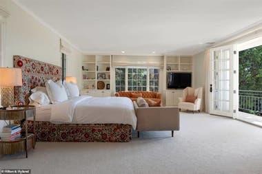 Así son las habitaciones de la casa: puertas francesas, terraza propia, y el tamaño de un departamento de dos ambientes promedio