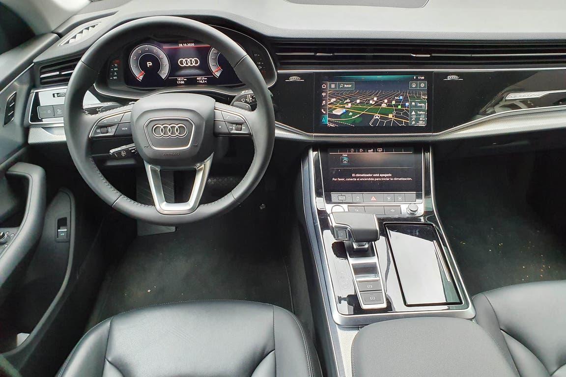Las enormes pantallas dominan el interior del Audi Q8