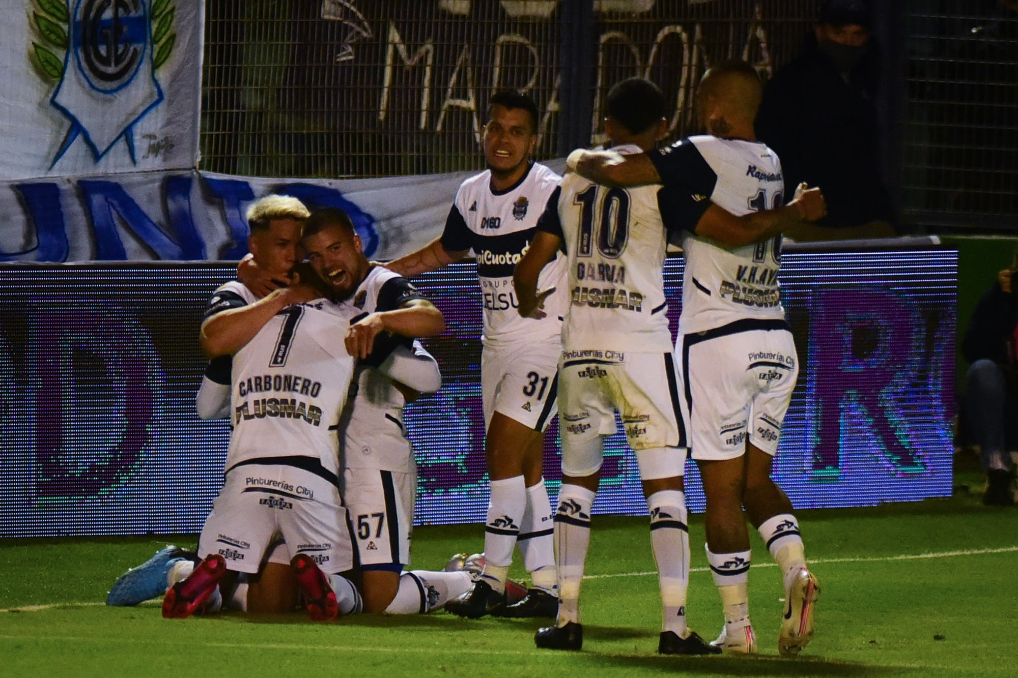 Gimnasia-Patronato, por la Copa Liga Profesional: gana el Lobo en el día del cumpleaños de Diego Maradona
