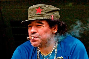 Diego en su palco de la Bombonera, poco antes de ser internado en grave estado en la Clínica Suizo Argentina, en abril de 2004