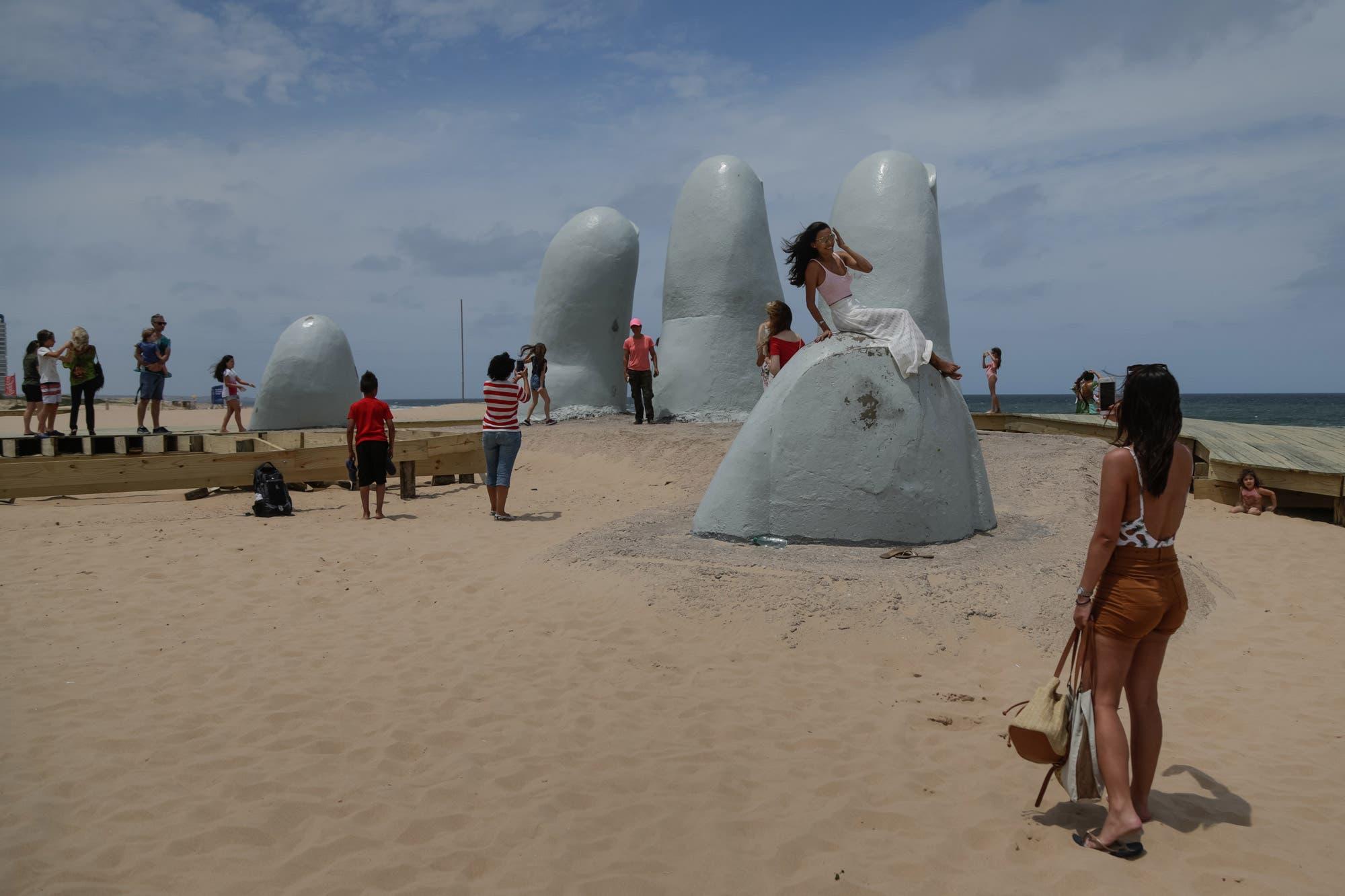 """Coronavirus. """"Plan verano"""": Uruguay incentiva el turismo interno y llama a no viajar a la Argentina"""
