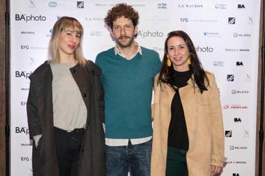 Gabriel Bitterman, director de Quimera, con Sol Echevarría, de Acéfala, y Celina Pla, de Espacio Pla