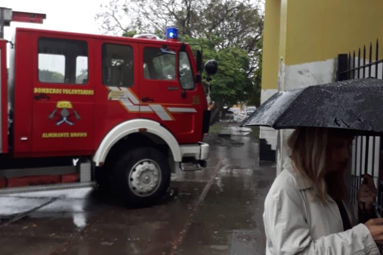 En medio de la tormenta, se incendió el Hospital de Oñativia y hay 180 evacuados