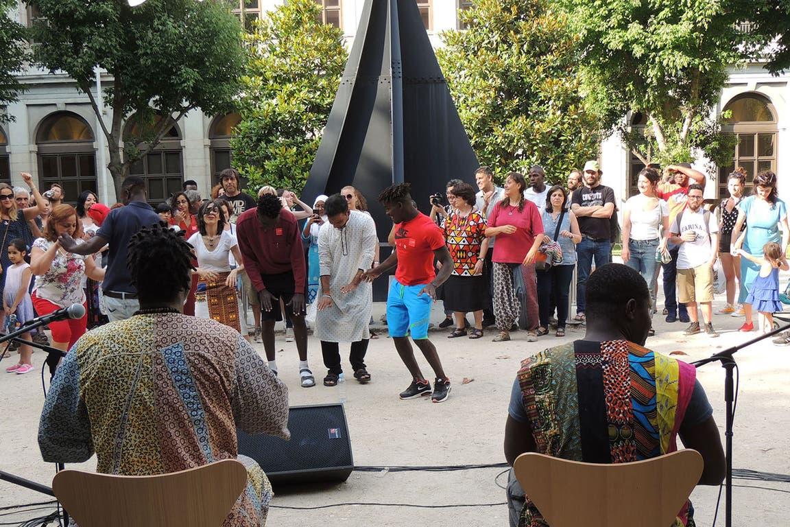 Danza y música en vivo, entre otras actividades en los jardines del Museo Nacional Reina Sofía de Madrid