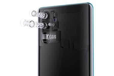 El sistema de Huawei para el P30 Pro ubica el zoom de cinco aumentos en forma perpendicular al resto