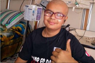 Lautaro parece una leucemia poco frecuente en los niños, y requiere un trasplante de médula ósea urgente