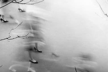 Una vintage, de Annemarie Heinrich: Caminando, 1949