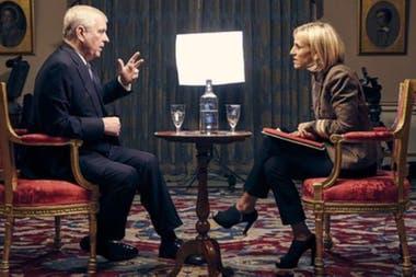"""La entrevista concedida por el príncipe Andrés a la BBC fue considerada por muchos como un verdadero """"desastre mediático"""""""