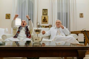 Jonathan Pryce como Jorge Bergoglio y Anthony Hopkins como Joseph Ratzinger en Los dos papas, película original de Netflix