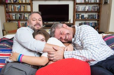 Tomás y Edgardo siempre quisieron ser padres. Este año, adoptaron a Dara, que tiene 15 años y hace tiempo esperaba una familia.