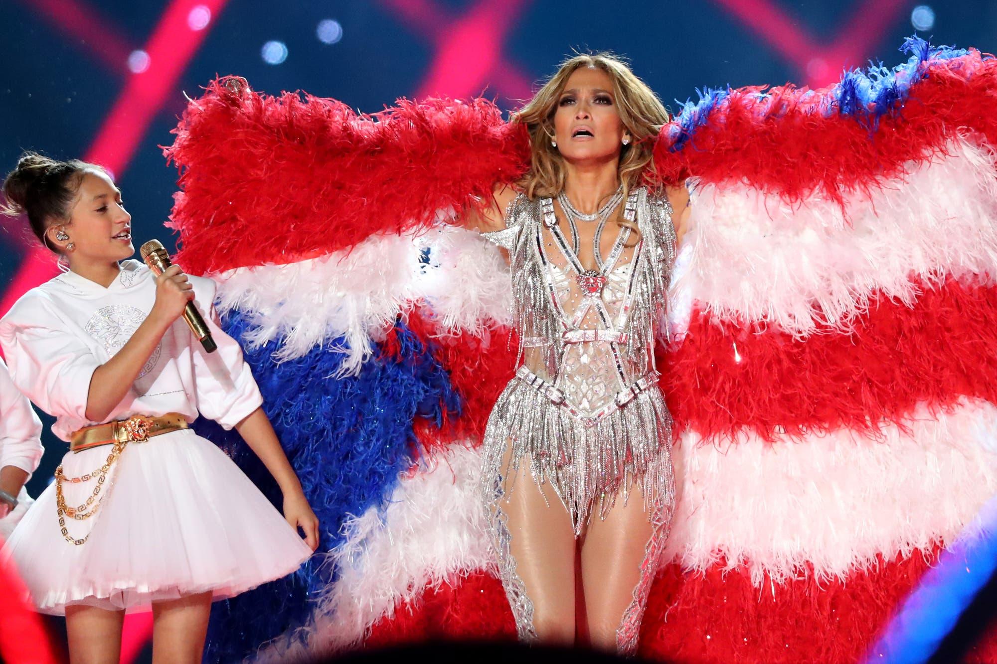 Super Bowl 2020: Jennifer Lopez fue duramente criticada por usar plumas reales