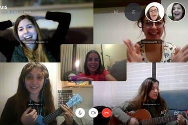 Las videollamadas grupales (sociales o laborales) son hoy la forma obligada de conexión con otras personas
