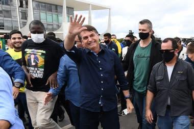 El presidente se siguió mostrando ante sus seguidores en la capital y presionó por la reapertura