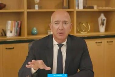 El micrófono apagado le jugó una mala pasada a Jeff Bezos de Amazon durante la presentación que realizaron los ejecutivos de las cuatro empresas más poderosas del sector tecnológico