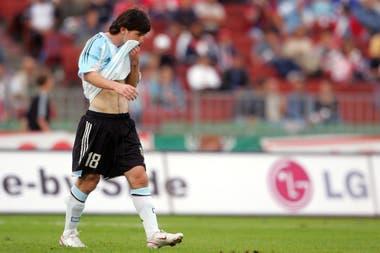 """""""No me van a llamar más"""", le dijo Messi a sus compañeros en el vestuario tras el partido entre Hungría y la Argentina; la expulsión en Budapest fue un duro golpe para el rosarino"""