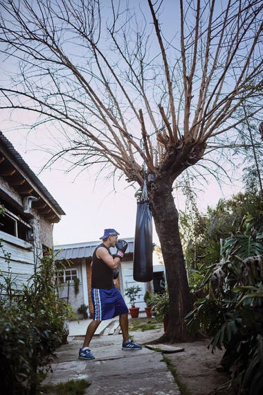 Yamil Peralta armó el gimnasio en su casa, en la localidad de José C. Paz
