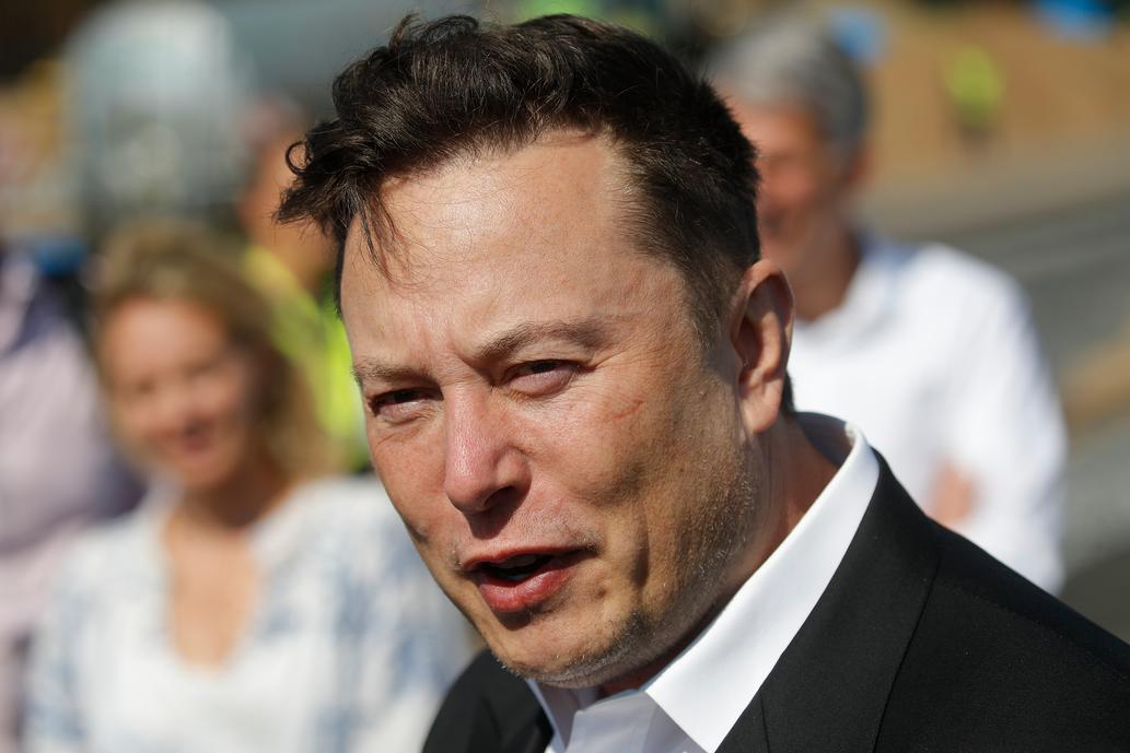"Elon Musk se sometió a dos testeos de coronavirus que dieron resultados diferentes: ""Está sucediendo algo falso"""