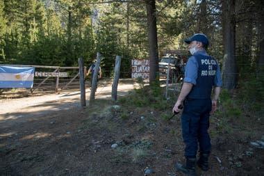 La policía de Río Negro actúa en el paraje el Foyel, a 75 kilómetros de Bariloche