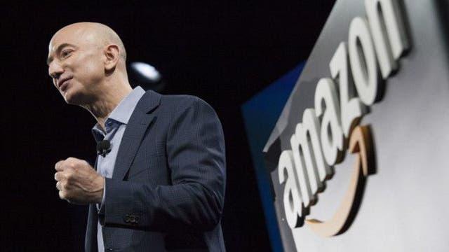 Jeff Bezos, fundador de Amazon, es el primero en la lista. Su fortuna aumentó en US$26.800 millones en 2015