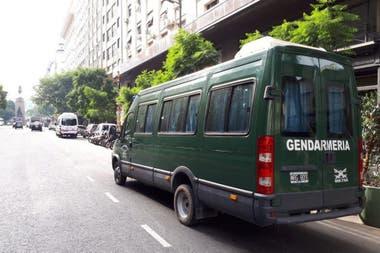 Un móvil de Gendarmería, ayer, en la sede central del Sindicato de Comercio