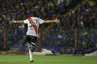 Scocco le hizo un gol a Boca en el último superclásico en la Bombonera: se perdería la final de mañana por lesión