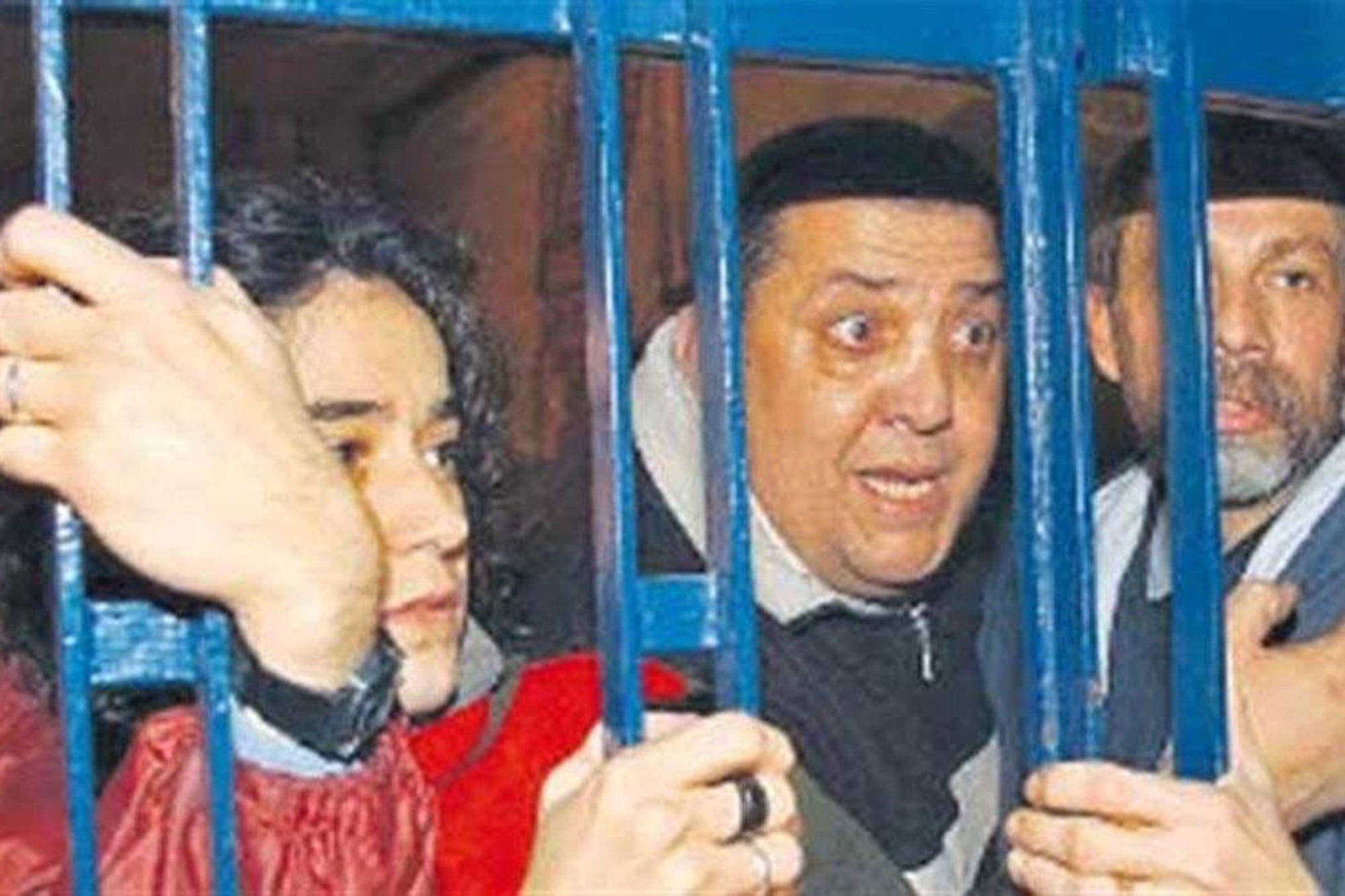 Tras la orden de detención, Luis D Elía se entregó en los tribunales de Comodoro Py