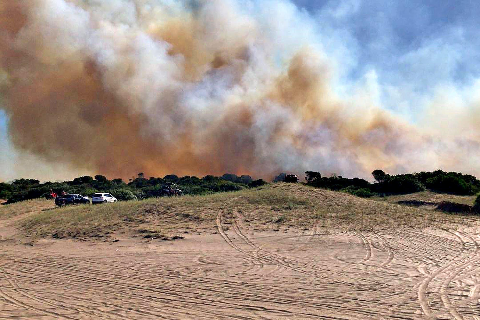 El incendio forestal en Villa Gesell, que afectó a unas 160 hectáreas, estaría controlado