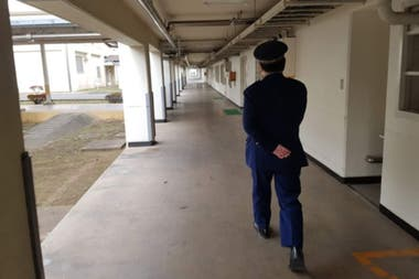 La reincidencia es una forma de volver a la prisión, donde los prisioneros reciben tres comidas diarias gratuitamente
