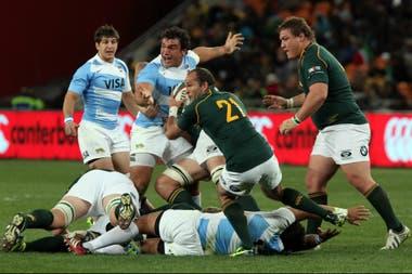 Una imagen de la paliza de Sudáfrica a la Argentina en 2013: 73 a 11 en Johannesburgo; así se iniciaba la segunda serie de ocho traspiés de la historia del seleccionado.