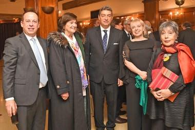 El ministro de la Corte Horacio Rosatti y Martín Etchevers, presidente de Adepa y Norma Morandini, periodista, con Silvana Giudici, titular del Enacom y María Angélica Gelli