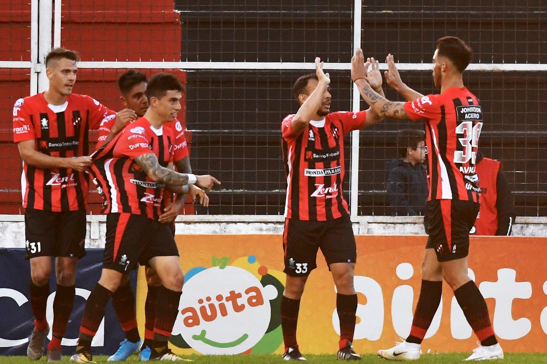 Patronato-Independiente, Superliga: el Rojo perdió en Paraná y sigue confundido por su irregularidad