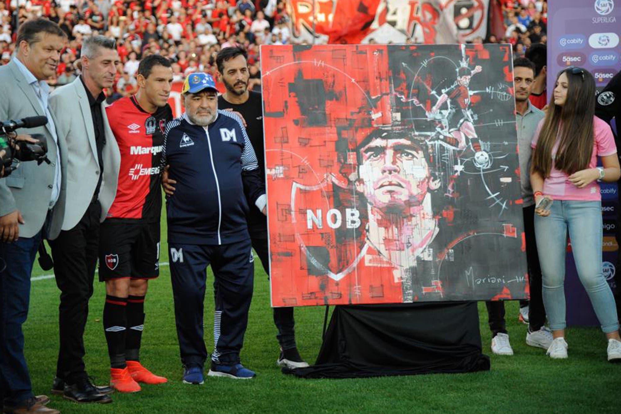 Rosario de emociones: el homenaje de Newell's, las lágrimas de Diego Maradona y el trono autografiado
