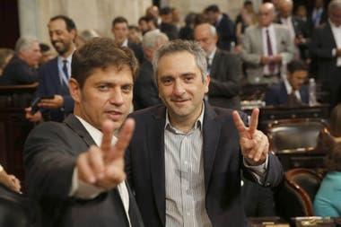 Axel Kicillof junto a Andrés Larroque en el recinto de Senado