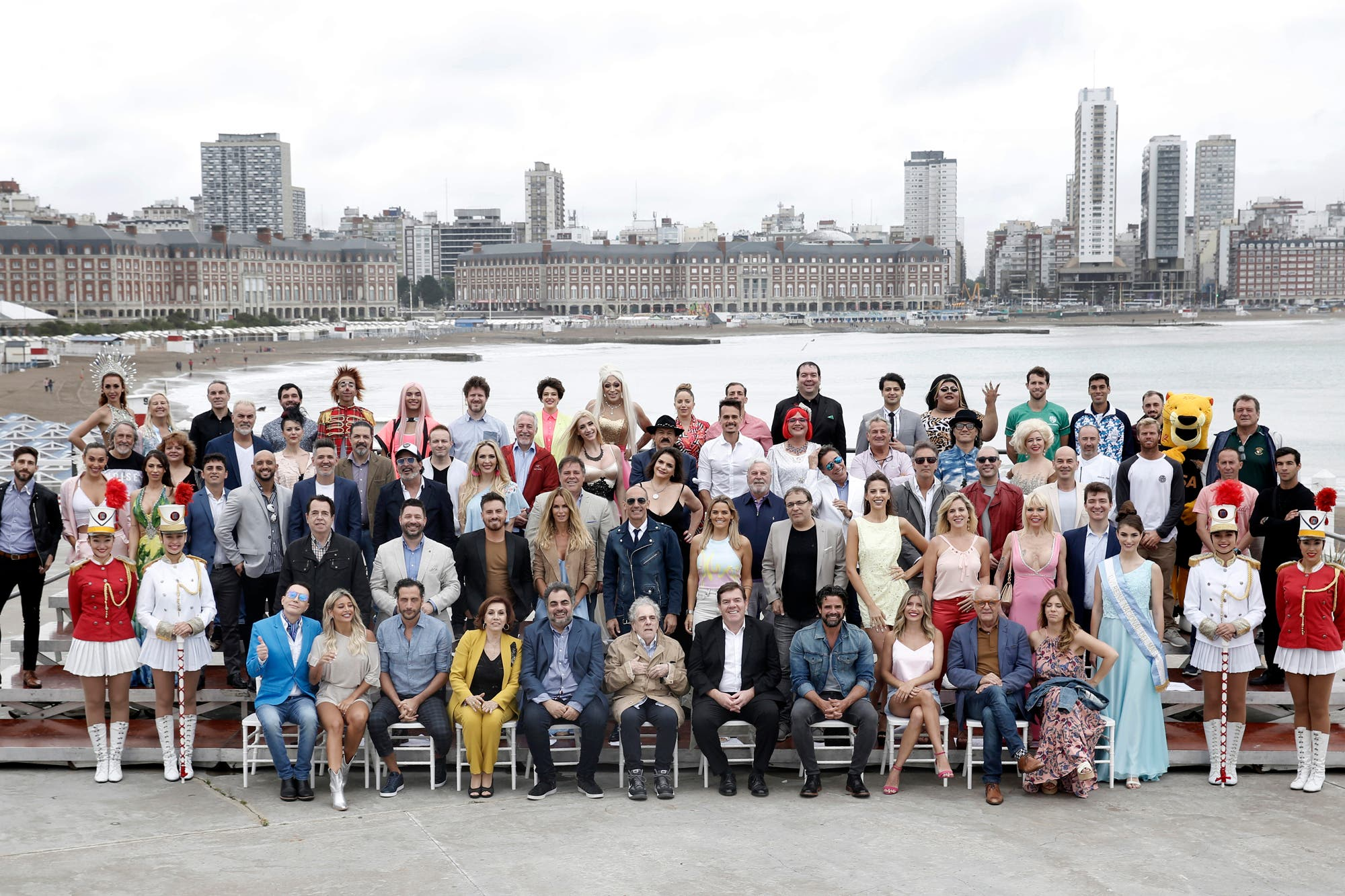 Mar del Plata: todas las perlitas de la foto con los elencos teatrales de la temporada