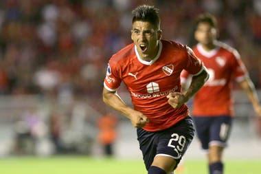 Leandro Fernández festeja el gol de Independiente