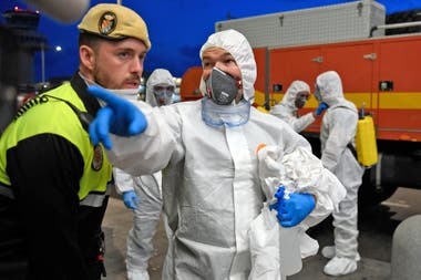 España está en una etapa crítica, crece el número de muertos por coronavirus y aumentan las críticas contra Pedro Sánchez