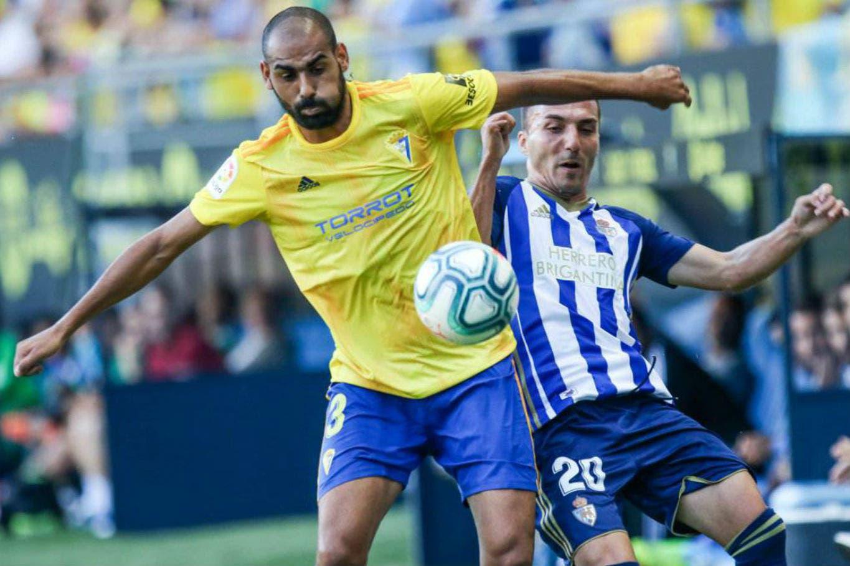 Coronavirus. El futbolista rebelde de España que no quiere volver a entrenarse y está dispuesto a irse a trabajar al bar familiar si hay represalias