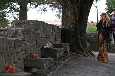 Se han creado memoriales y placas para las víctimas de los juicios por brujería en Europa y EE.UU.