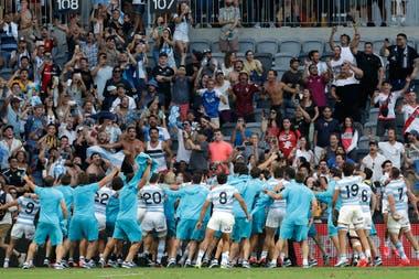 El festejo del equipo argentino frente a sus hinchas.