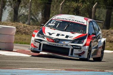 Una década cumple Matías Rossi como piloto de Toyota, la marca que en Súper TC2000 celebró por última vez en 2013 y de la mano del piloto de Del Viso