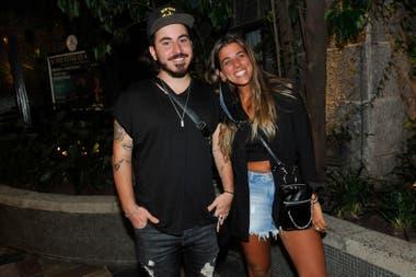 Imanol Rodríguez, hijo de Miguel Angel, y su novia fueron al estreno de Juegos, ¿cuál es el límite? para apoyar a Toto Suar