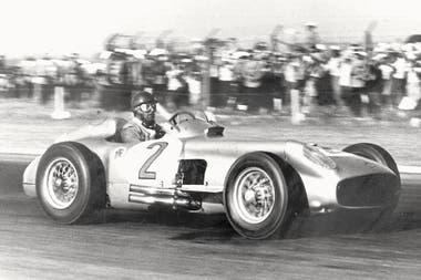 Fangio, un campeón argentino que recorrió el mundo