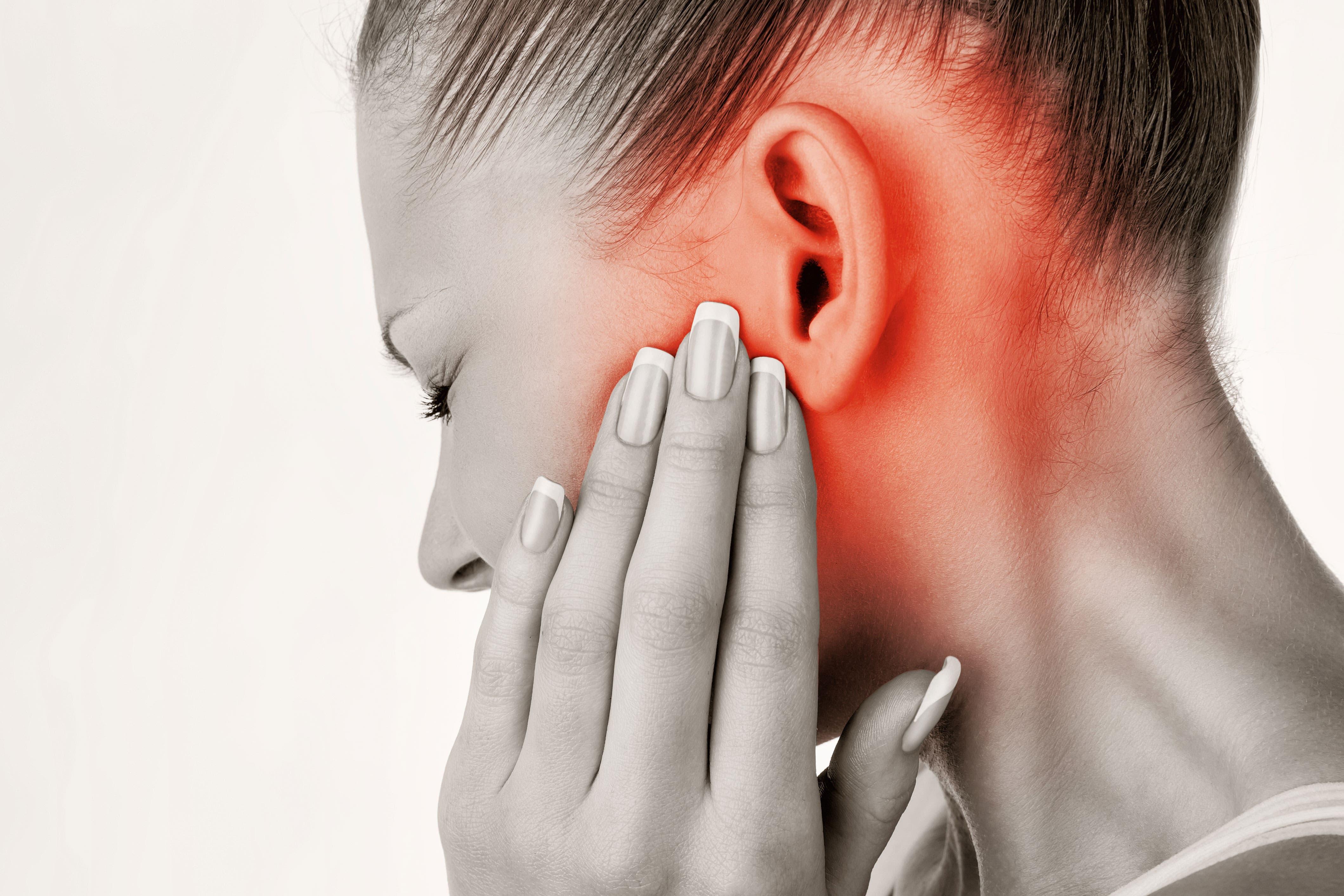 cómo destapar un oído lleno de cera