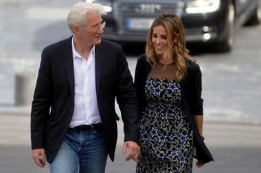 Gere con su actual pareja, la española Alejandra Silva