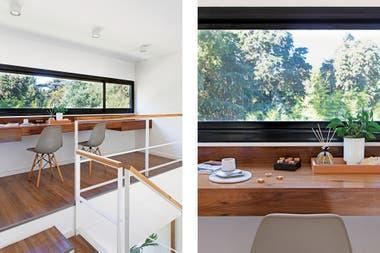 Un gran tablero horizontal de madera con cajones en los extremos y sillas 'Eames' (Quamo) arman el estudio que balconea sobre el living, pero mira a las copas verdes.Crédito: Javier Picerno