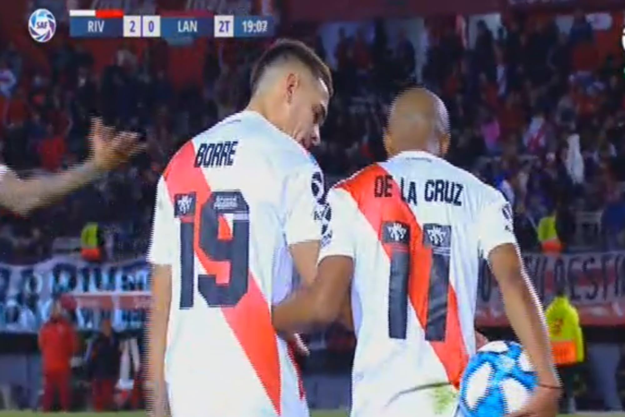River-Lanús, Superliga: De la Cruz le sacó un penal a Borré, tiró un lujo y terminó mal