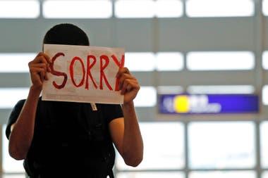 Hong Kong: los manifestantes vuelven a bloquear el aeropuerto y cancelan todos los vuelos