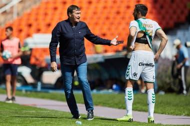 Julio Falcioni, persona de riesgo tras recuperarse de un cáncer, dejará de ser el director técnico de Banfield y en diciembre pasará a ser el manager
