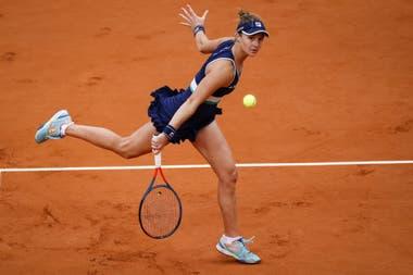 La rosarina Nadia Podoroska, en acción durante el último Roland Garros: pasó la clasificación y avanzó hasta las semifinales, siendo una actuación histórica.